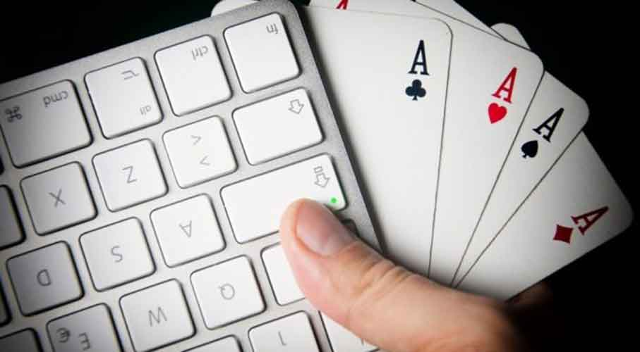 online-gaming-keyboard-cards