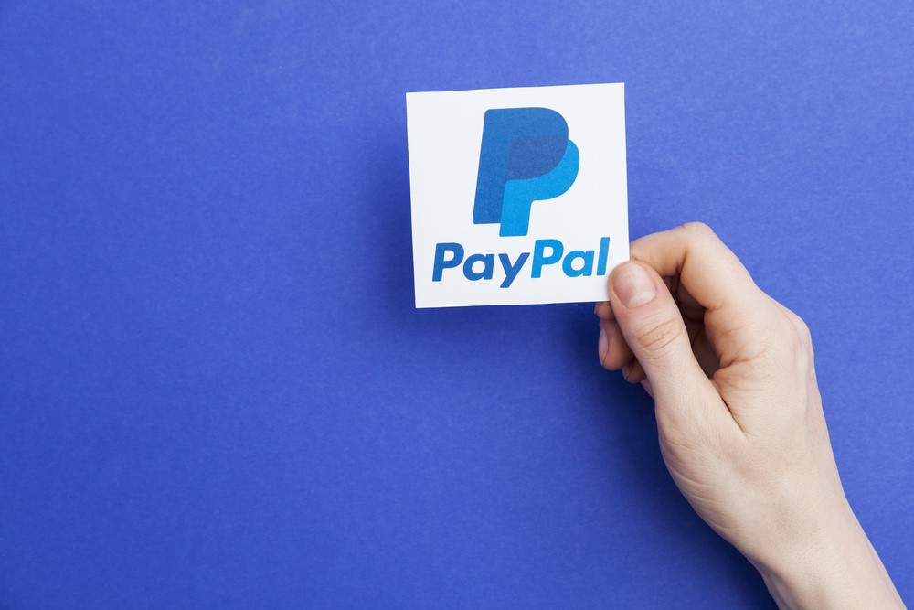 Paying with PayPal.